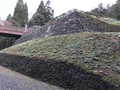 御主殿曲輪の石垣