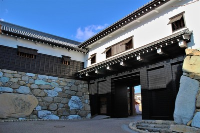 鉄御門(東側)