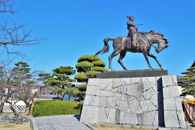 藤堂高虎像(南側)
