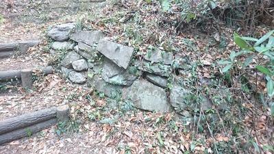 下屋敷ルートに残る石積