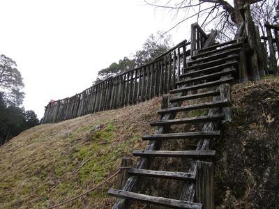 曲輪への登り口