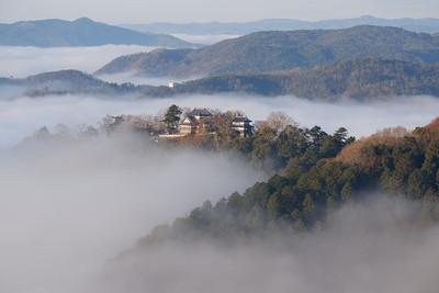 雲海の中の備中松山城
