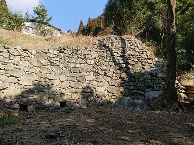 石塁と南水門