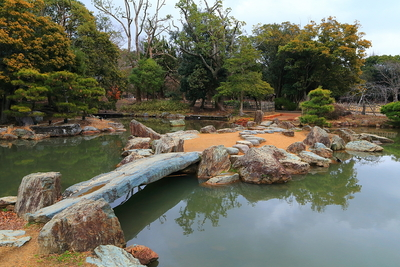 武蔵の庭園、青石の橋と中島