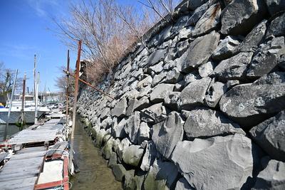 外堀に残る石垣