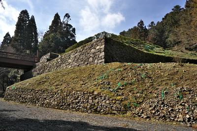 曳橋下の復元石垣