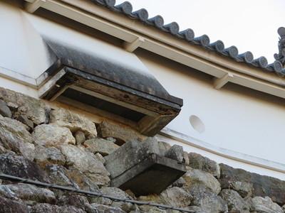 本丸土塀の石落としと石樋