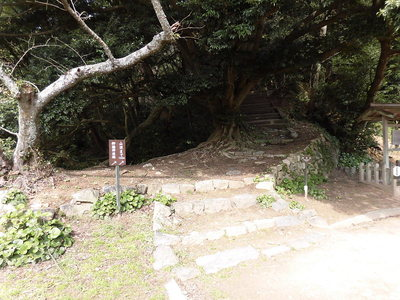 詰め城への登山道
