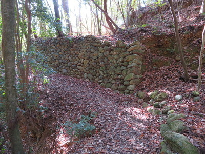 池跡付近の石垣