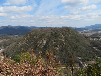 新高山城詰の丸から(西側)