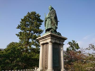 前田利常公銅像