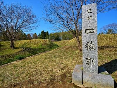 虎口と城址碑