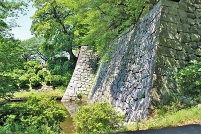 巽櫓跡と冠木御門桝形石垣(北東側)