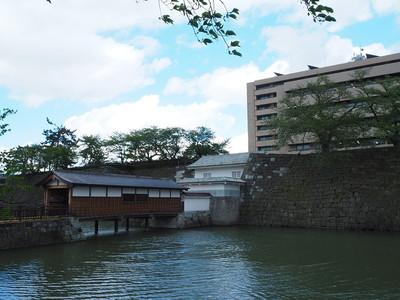 御廊下橋と山里口御門(南西側から)