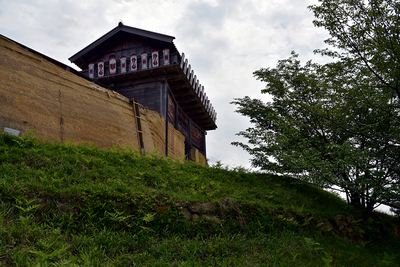 西門と西門下の石垣