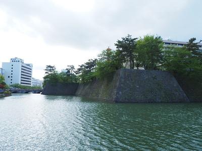 石垣と水堀(南東側から)
