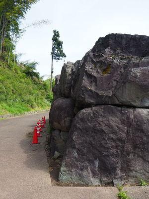 下城戸跡の巨岩