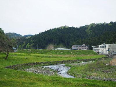 上城戸跡と一乗谷川