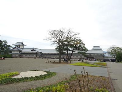 二の丸広場と櫓群