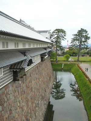 橋爪門続櫓内からの眺望(五十間長屋)