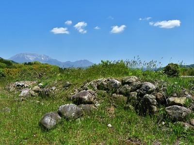 天守台に残る石垣(大山を背に)
