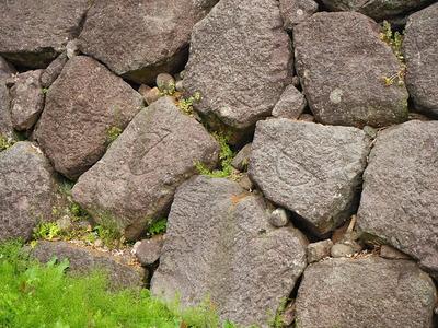 石垣の刻印(鶴丸倉庫前の石垣)