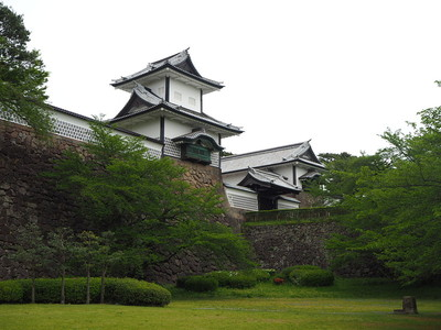 石川門を見上げる