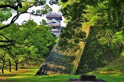 小天守と櫨方三重櫓台石垣(北側)