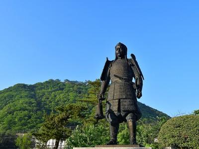 吉川経家公銅像
