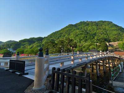 擬宝珠橋より山上ノ丸を望む