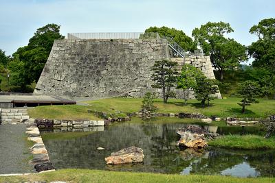 本丸大池泉と天守台