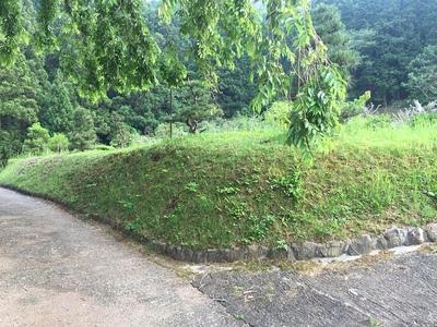 本曲輪の土塁跡