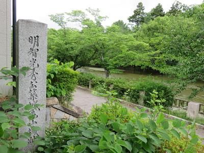 南郷公園に建つ城趾碑