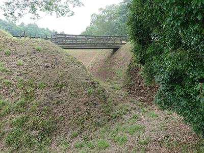 堀と堀切(二の曲輪と三の曲輪の間)