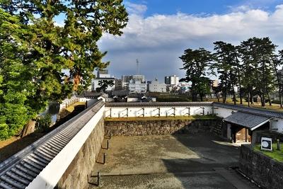 銅門櫓門より見た枡形、馬出門