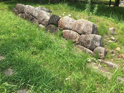 歴史資料館前の石坂門石垣
