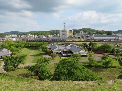 富士見櫓跡から小峰城歴史館・JR白河駅
