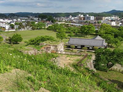 富士見櫓跡から月見櫓跡・二之丸(二ノ丸茶屋)