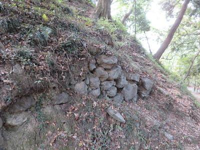 帯曲輪(三の丸)の石垣