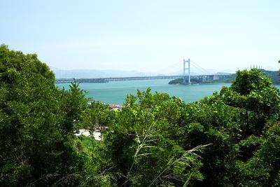 城址から望む瀬戸大橋