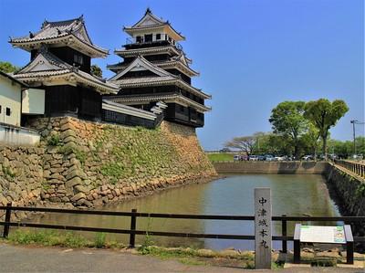 模擬天守・模擬二重櫓と薬研堀(南側)