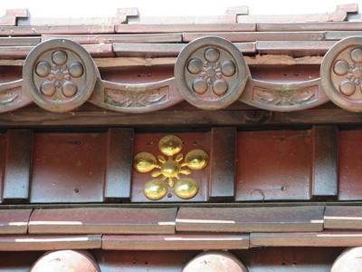 千歳御門(埋門)の剣梅鉢紋
