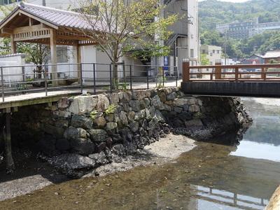 相橋に残る石垣