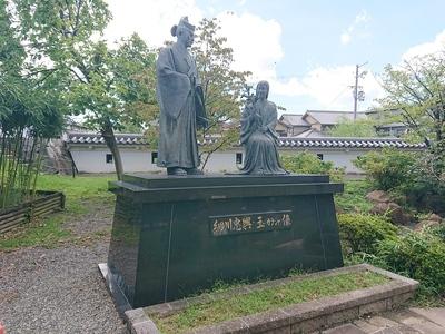 細川忠興公とガラシャ夫人像