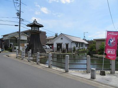 旧庭瀬港(内港)と常夜灯