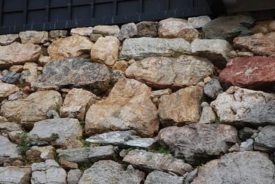 天守台石垣にあるハート型の石?