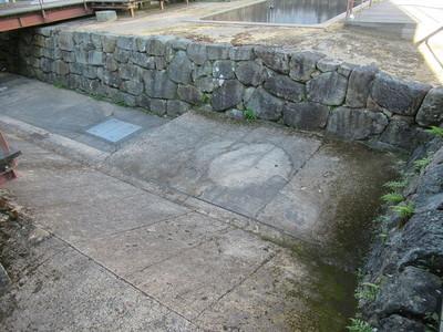 地下の石垣