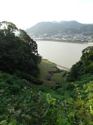 鐘ノ丸から眺める水ノ手と熊野川