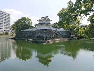 本丸人質櫓と水堀