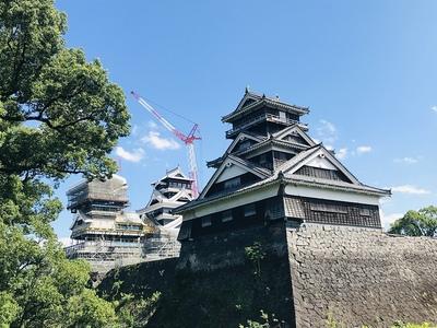 宇土櫓と大・小天守(加藤神社から)